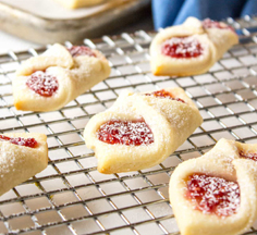 BEYOND THE CHICKEN COOP_RaspberryBowTieCookies